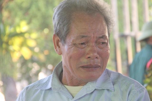 Nghe thông tin về anh trai, ông Nguyễn Văn Thuận tức tốc từ Hà Tĩnh vào Quảng Trị đón nhận hài cốt anh.