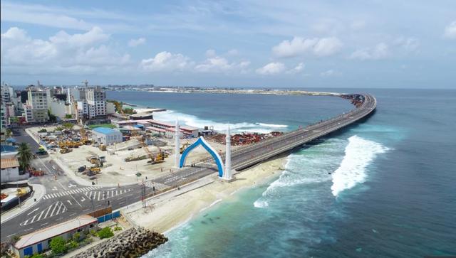 Cầu hữu nghị Trung Quốc - Maldives khánh thành hồi tháng 8 nối sân bay với thủ đô Male (Ảnh: Xinhua)