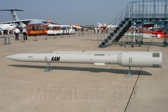 Mô hình tên lửa KS-172 tại triển lãm hàng không Nga (Ảnh: RT)