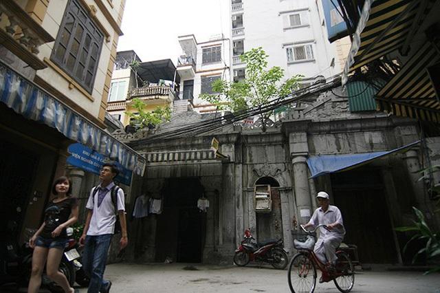 Khu lăng mộ là một quần thể di tích gồm dinh thự, đền thờ, lăng mộ... với trình độ kiến trúc tinh xảo trong nghệ thuật điêu khắc đá của người Việt. Năm 1962, di tích này đã được Bộ Văn hóa xếp hạng là Di tích quốc gia, nhưng do thiếu sự quan tâm của các ngành chức năng nên suốt thời gian dài, di tích gần như bị lãng quên, cộng với việc bị người dân chiếm dụng khiến quần thể di tích đã hư hại nhiều.