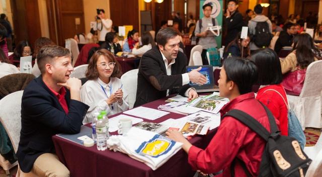 Tư vấn trực tiếp và miễn phí bởi 45 trường tại triển lãm - có phiên dịch