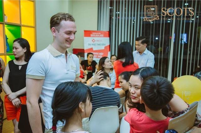 Đến với ngày hội Kids Day các bé và quý phụ huynh sẽ được tham gia vào nhiều hoạt động dưới sự dẫn dắt của chuyên gia giáo dục và các khách mời nổi tiếng.