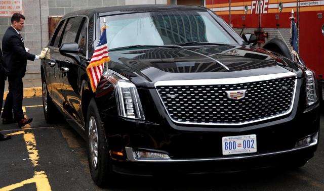 Siêu xe quái thú của ông Trump trên đường phố New York (Ảnh: Reuters)
