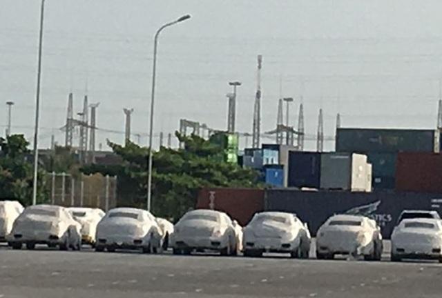 Nhiều siêu xe nằm ở cảng Tân Vũ, Hải Phòng gần 2 năm nay nhưng doanh nghiệp chưa đến làm thủ tục. (Ảnh minh họa/Tuấn Nguyễn)