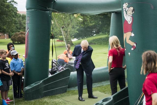 Tổng thống Mỹ Donald Trump có sở thích chơi golf. (Ảnh: Washington Post)