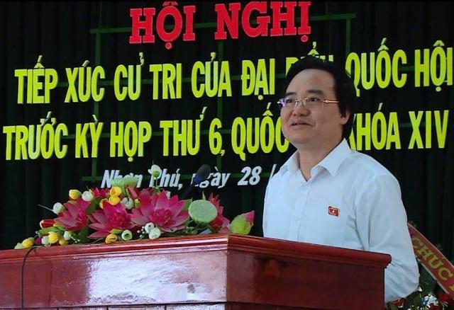 Bộ trưởng Bộ Giáo dục và Đào tạo Phùng Xuân Nhạ tiếp xúc cử tri tại Bình Định.