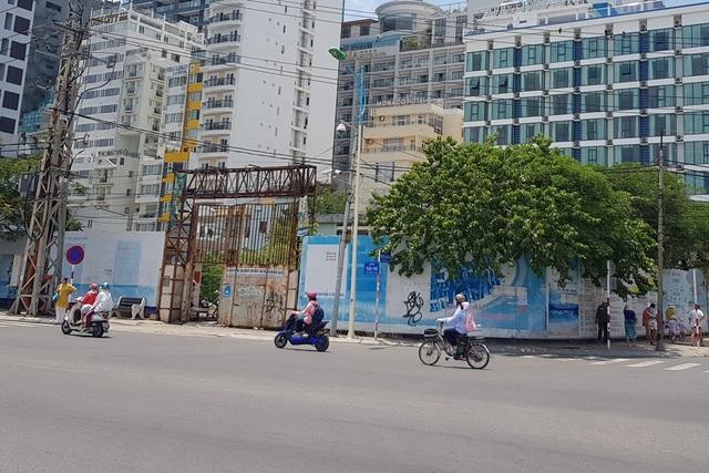 Khu đất có 2 mặt tiền là Trần Phú - Nguyễn Thị Minh Khai (TP Nha Trang) nhưng số phận khá dang dở