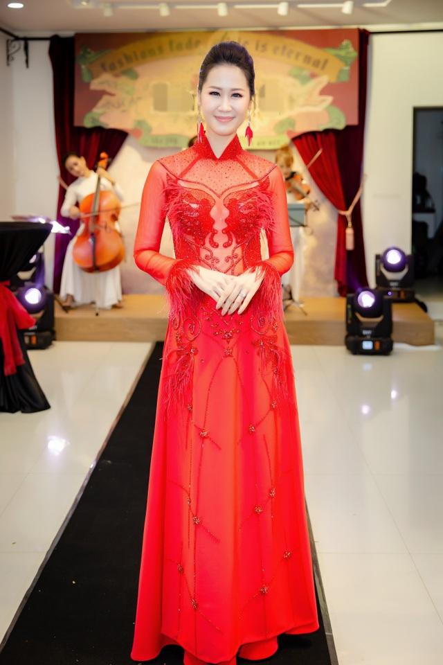 Hoa Hậu Dương Thuỳ Linh đảm đương vai trò MC.