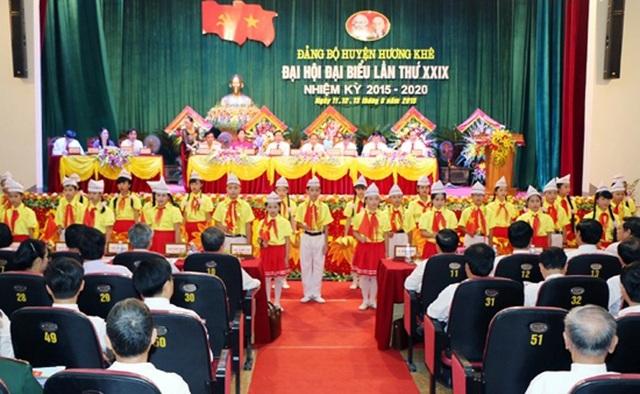 Ban Thường vụ Huyện ủy Hương Khê các nhiệm kỳ 2010 - 2015 và 2015 - 2020 được UBKT TU Hà Tĩnh kết luận thiếu trách nhiệm lãnh đạo, chỉ đạo, kiểm tra, giám sát, để xảy ra một số vi phạm, khuyết điểm trong công tác cán bộ.