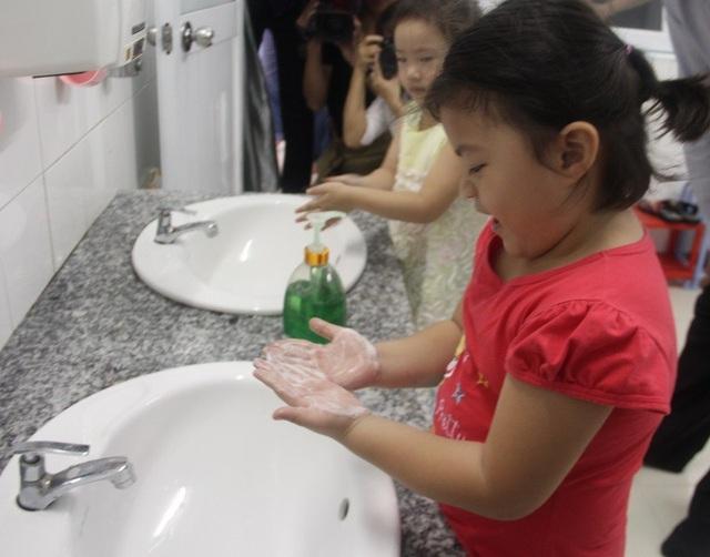 Tay chân miệng có thể phòng tránh bằng biện pháp rửa tay, giữ vệ sinh sạch sẽ