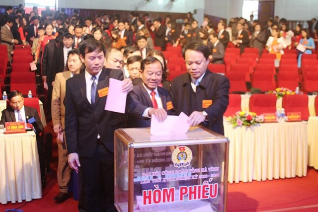 Bỏ phiếu bầu Chủ tịch LĐLĐ tỉnh Hà Tĩnh nhiệm kỳ 2018 - 2023.