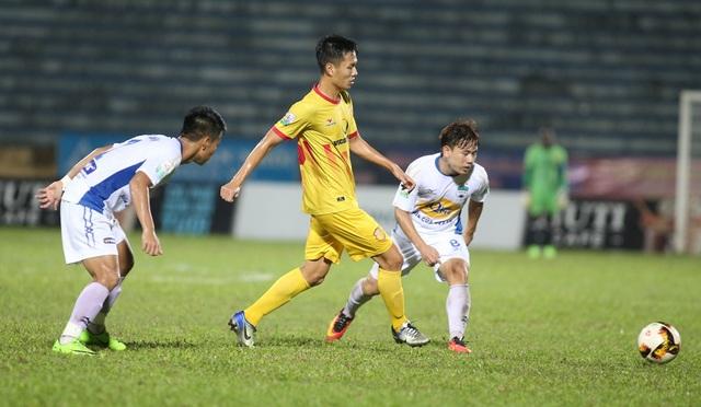 Minh Vương (phải) đã chơi một trận đấu đầy ấn tượng - Ảnh: Gia Hưng