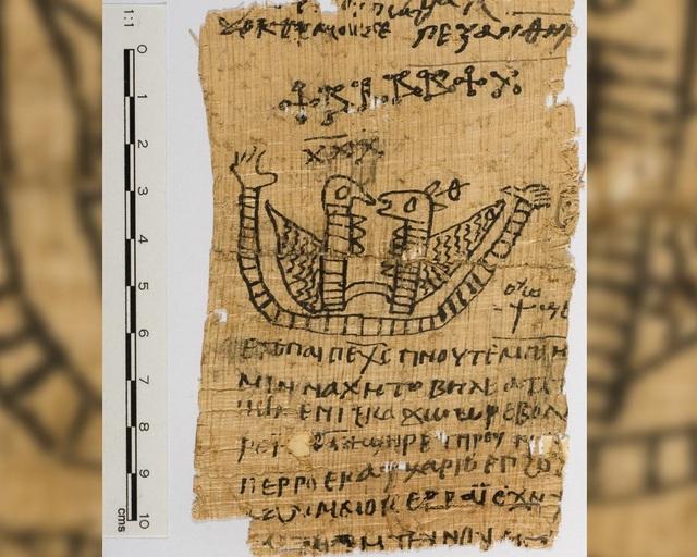 Trong mảnh giấy có hình hai sinh vật, dường như đại diện cho nam và nữ.