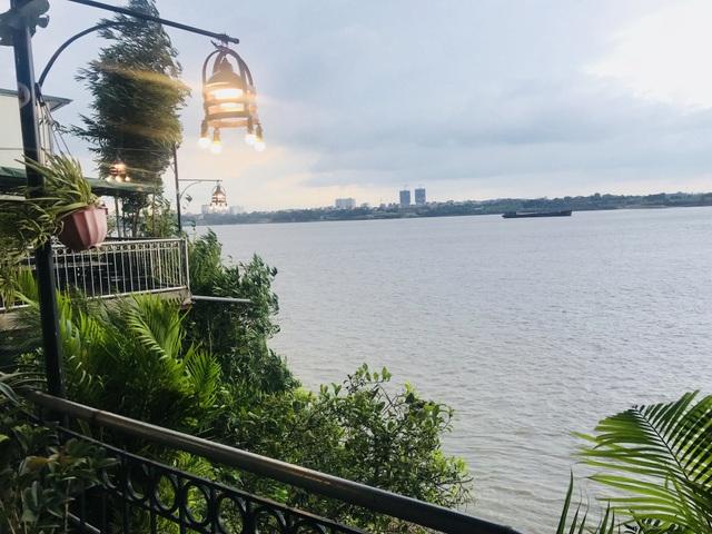 Đám cưới sang chảnh, view nhìn ra sông Hồng