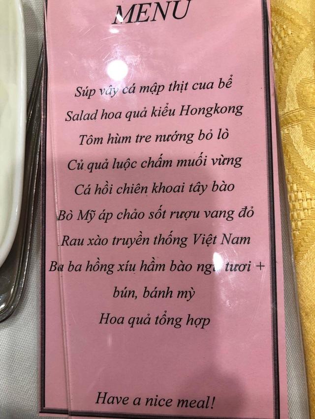 Một menu tiệc cưới tôm hùm, vi cá