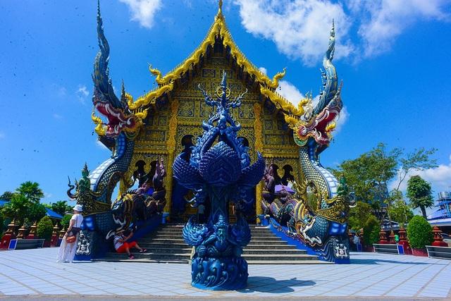 Toàn cảnh ngôi đền xanh.