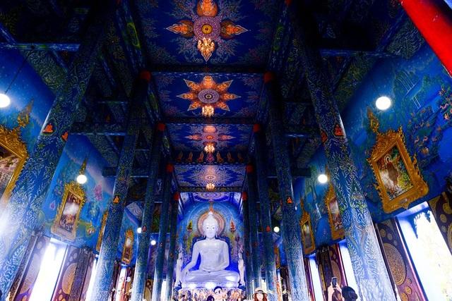 Ngôi đền có chính điện khá rộng.