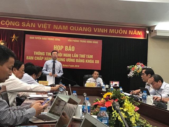 Phó Trưởng Ban Tuyên giáo Trung ương Bùi Trường Giang thông tin về nội dung Hội nghị Trung ương 8