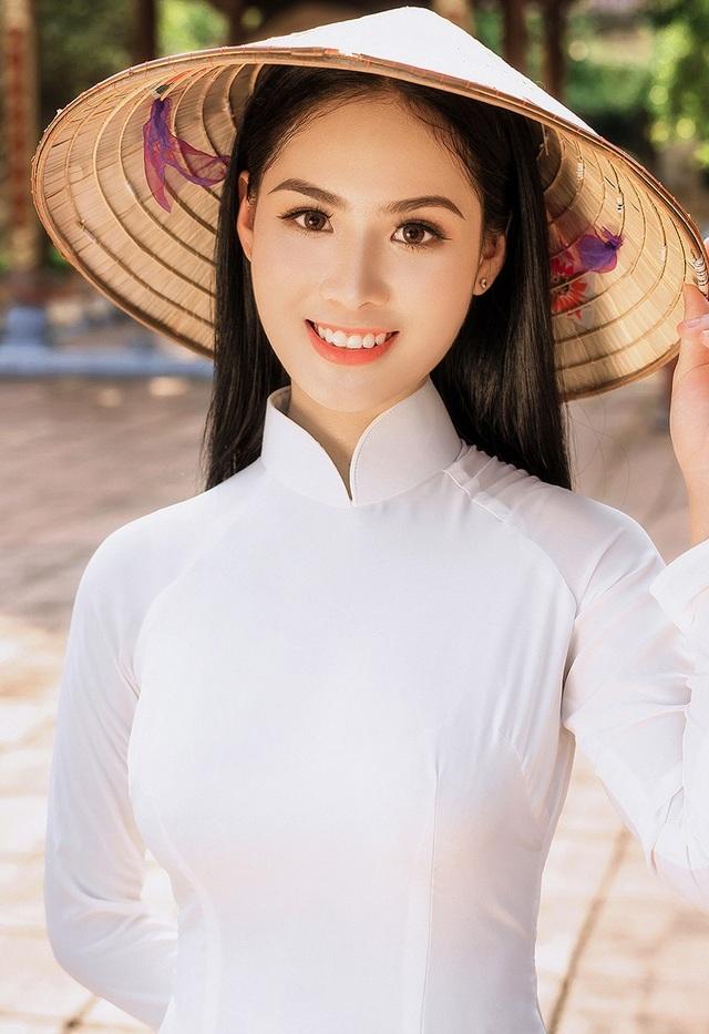 Với vẻ đẹp của mình, Phương Anh trở thành nàng thơ của nhiếp ảnh Đào Duy Khương. Mới đây, nhiếp ảnh này đã thực hiện bộ ảnh mang chủ đề mùa thu cho Phương Anh.