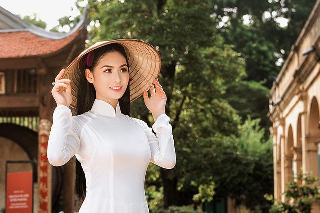 Quan điểm sống của Phương Anh là Hãy cứ sống chân thành & vui vẻ mọi chuyện của tương lai đã có an bài.