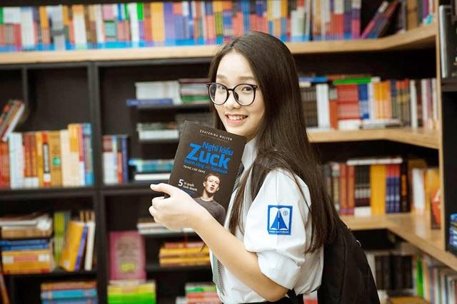 Trang Linh cho biết mình có sở thích đặc biệt với môn Toán, và cho rằng đây là môn học rất lãng mạn chứ không hề khô khan, cứng nhắc
