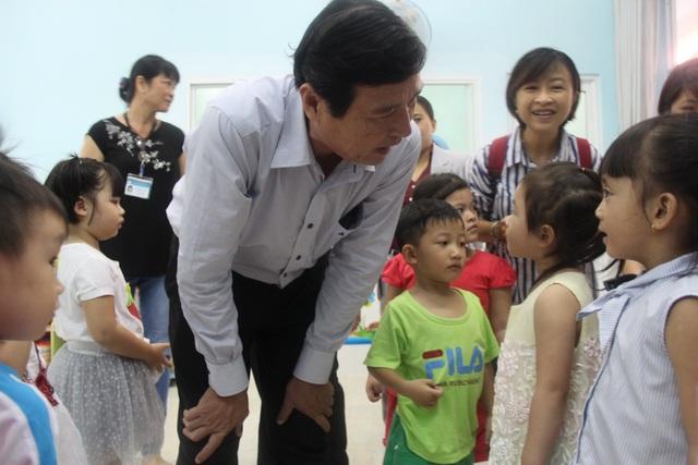 BS Nguyễn Hữu Hưng kiểm tra công tác phòng bệnh tại trường mầm non