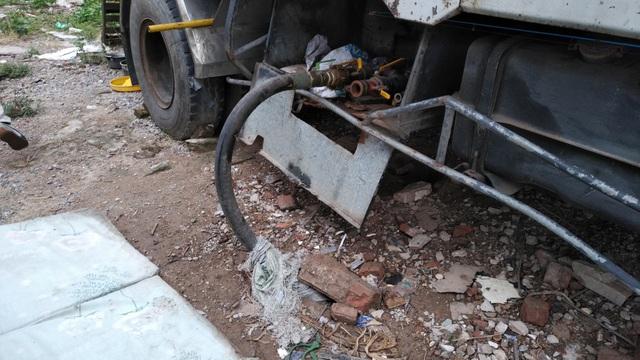 Ống dẫn gas từ bồn chứa được giấu trong thùng xe tải...