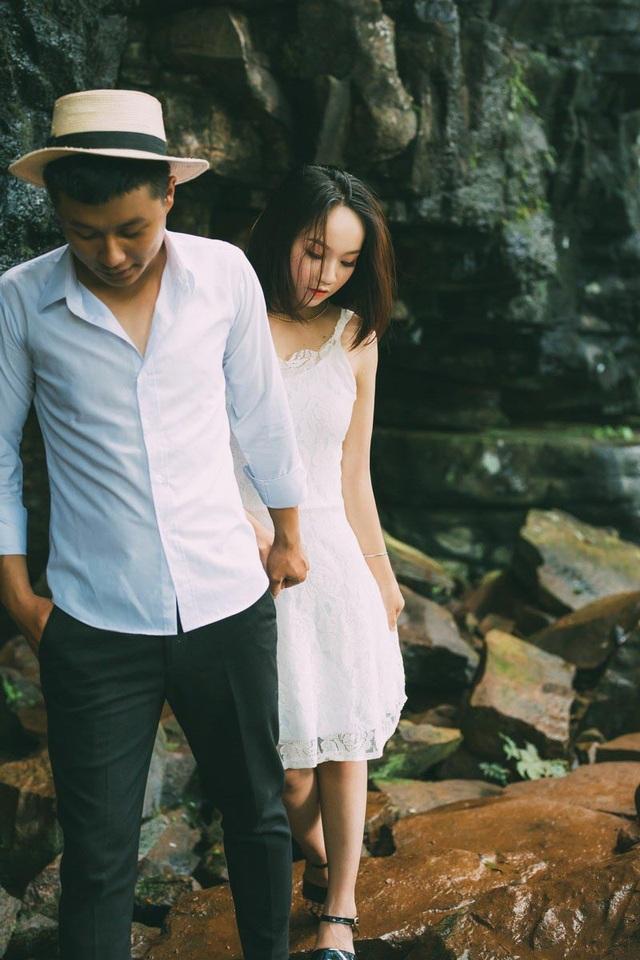 Người ta vẫn thường nói, tình yêu bằng tuổi là tình yêu đầy trắc trở và chênh vênh, thế nhưng Mạnh Cường và Lê Ngân trưởng thành để thấu hiểu và vun vén cho hạnh phúc đời mình.
