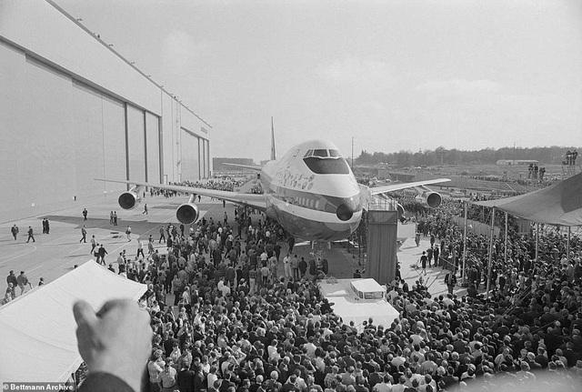 Vào thời điểm tháng 9/1969, sự xuất hiện của chiếc máy bay thương mại khổng lồ thu hút nhiều sự quan tâm của công chúng. (Ảnh: Bettmann)