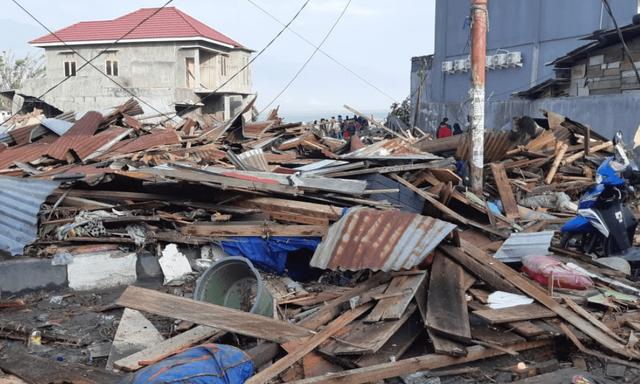 Người phát ngôn của Cơ quan Cứu trợ Thảm họa Quốc gia Indonesia hôm nay 29/9 cho biết thảm họa động đất, sóng thần tại đảo Sulawesi đã khiến ít nhất 384 người thiệt mạng và khoảng 500 người khác bị thương.