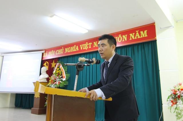 Ông Cung Trọng Cường, Hiệu trưởng nhà trường tâm huyết chia sẻ với sinh viên và giảng viên về định hướng nghề nghiệp ngay từ năm nhất cho các em