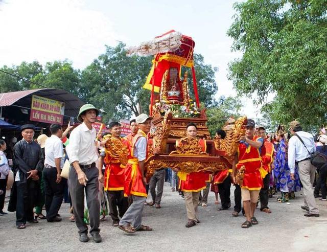 Vào ngày 29/10 (tức 20/8 âm lịch), hàng vạn người dân và du khách thập phương đã đổ về xã An Lễ, huyện Quỳnh Phụ, tỉnh Thái Bình, để tham dự Lễ hội truyền thống đền Đồng Bằng.