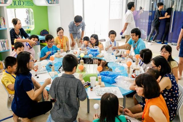 Tại đây, các bé sẽ được tự mình sáng chế đồ chơi, những vật dụng, mô hình đơn giản gắn liền với cuộc sống hàng ngày.