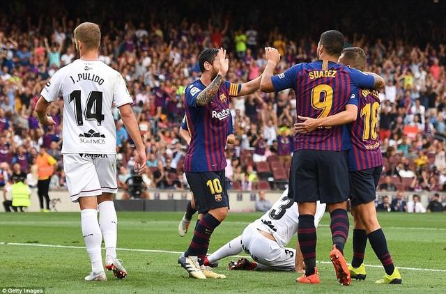 Barcelona đã soán ngôi đầu bảng La Liga của Real Madrid