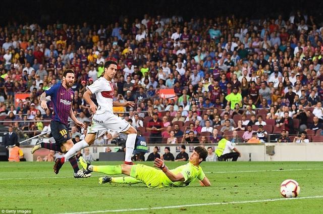 Messi để lại dấu ấn với cú đúp vào lưới Huesca