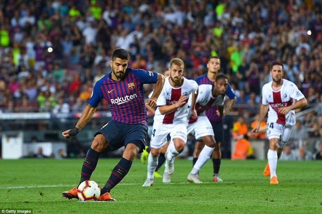 Luis Suarez lập cú đúp trong chiến thắng của Barcelona