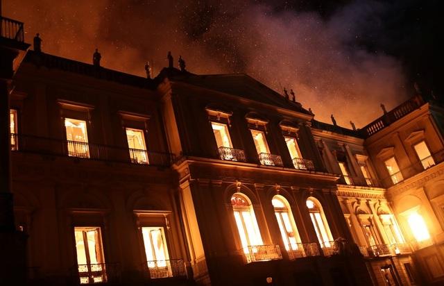 Tổng thống Brazil Michel Temer gọi hôm qua là một ngày buồn đối với tất cả người Brazil, còn giám đốc bảo tàng gọi đây là thảm họa văn hóa.