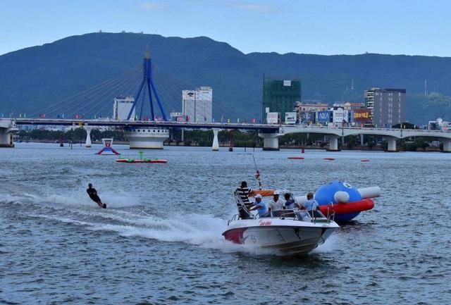 Nhiều hoạt động văn hoá, thể thao trên sông Hàn hấp dẫn du khách đến Đà Nẵng dịp lễ 2/9
