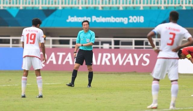Trọng tài Kim Dae Young đã có những quyết định có lợi cho UAE ở trận tranh HCĐ với Olympic Việt Nam