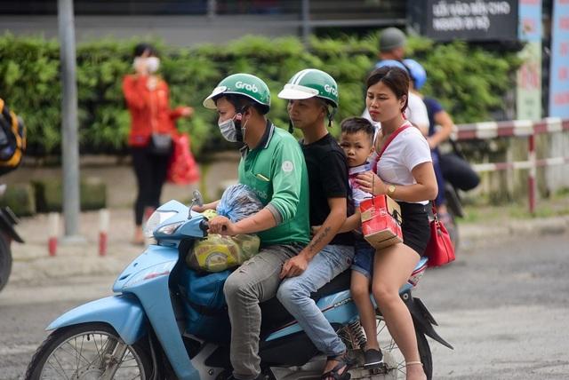 Người dân chật vật đi vào nội thành Hà Nội sau nghỉ lễ - 5