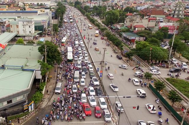Cuối chiều 3/9, người dân trở lại Thủ đô sau kỳ nghỉ lễ 2-9, lượng phương tiện đông khiến cửa ngõ phía Nam Hà Nội ùn tắc cục bộ.