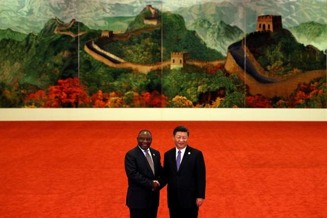 Chủ tịch Tập Cận Bình đón Tổng thống Nam Phi Cyril Ramaphosa tham dự Diễn đàn Hợp tác Trung Quốc - châu Phi tại Bắc Kinh ngày 3/9 (Ảnh: Reuters)