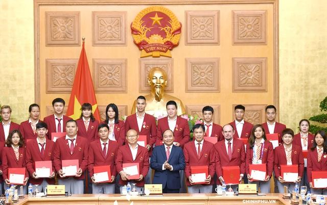 Thủ tướng tặng quà chúc mừng thành tích của các HLV, VĐV đoàn thể thao Việt Nam tham dự ASIAD