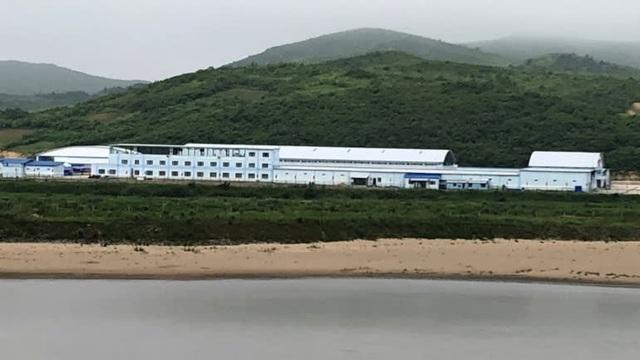 Trung tâm thương mại mới mở tại tỉnh Ryanggang, Triều Tiên gần biên giới Trung Quốc (Ảnh: Nikkei)
