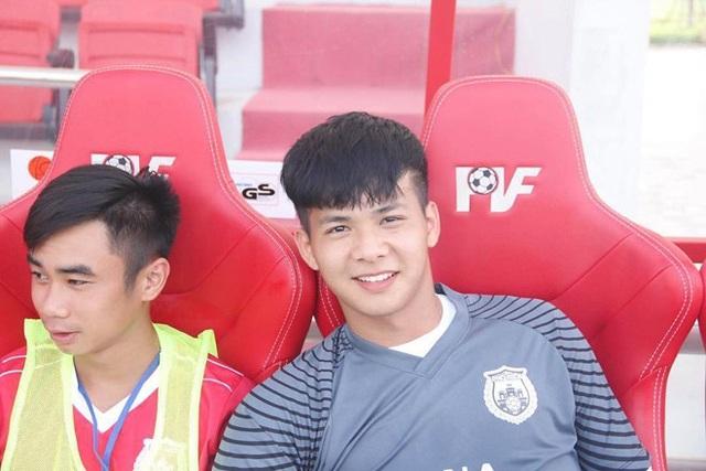 Hình ảnh điển trai của thủ môn Thái Hiếu khiến các fan nữ đổ rầm rầm
