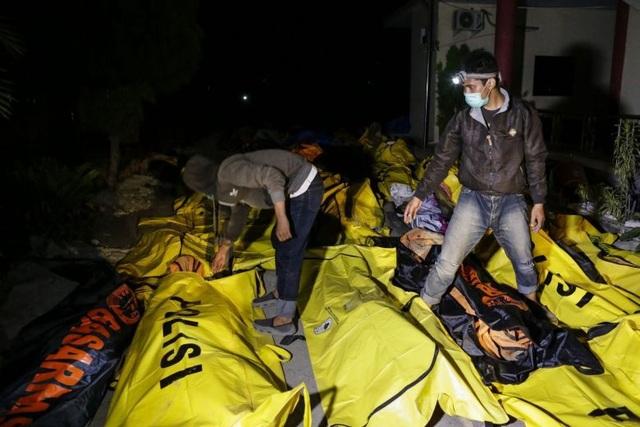 Số người chết vì sóng thần ở Indonesia liên tục tăng. (Ảnh: EPA)