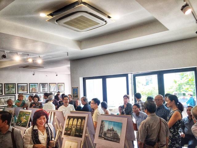 Đông đảo công chúng đến với buổi khai mạc trưng bày - diễn hoạ phục vụ dạy và học lịch sử kiến trúc.