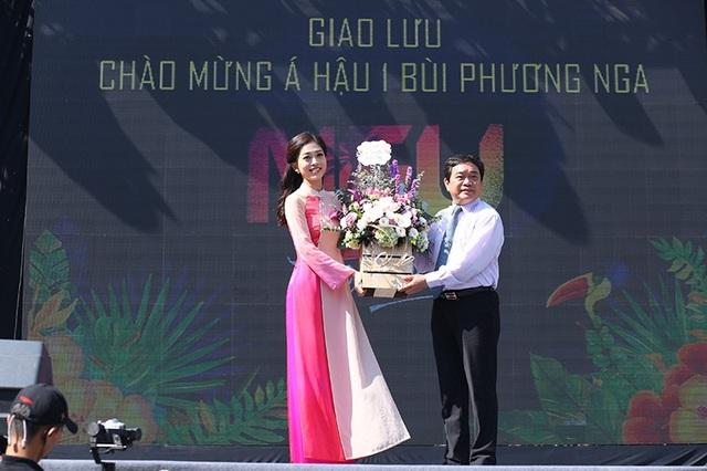 Á hậu Phương Nga tri ân các thầy cô của trường Đại học Kinh tế Quốc dân vì đã ủng hộ và hỗ trợ cô trong quá trình dự thi Hoa hậu Việt Nam 2018 và sắp tới là Miss Grand International 2018.