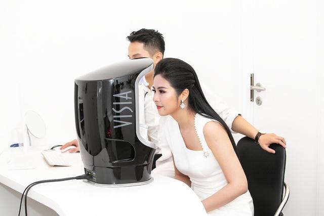 Diện mạo của Hoa hậu Ngọc Hân ngày càng rạng rỡ, làn da mịn màng và không tỳ vết.