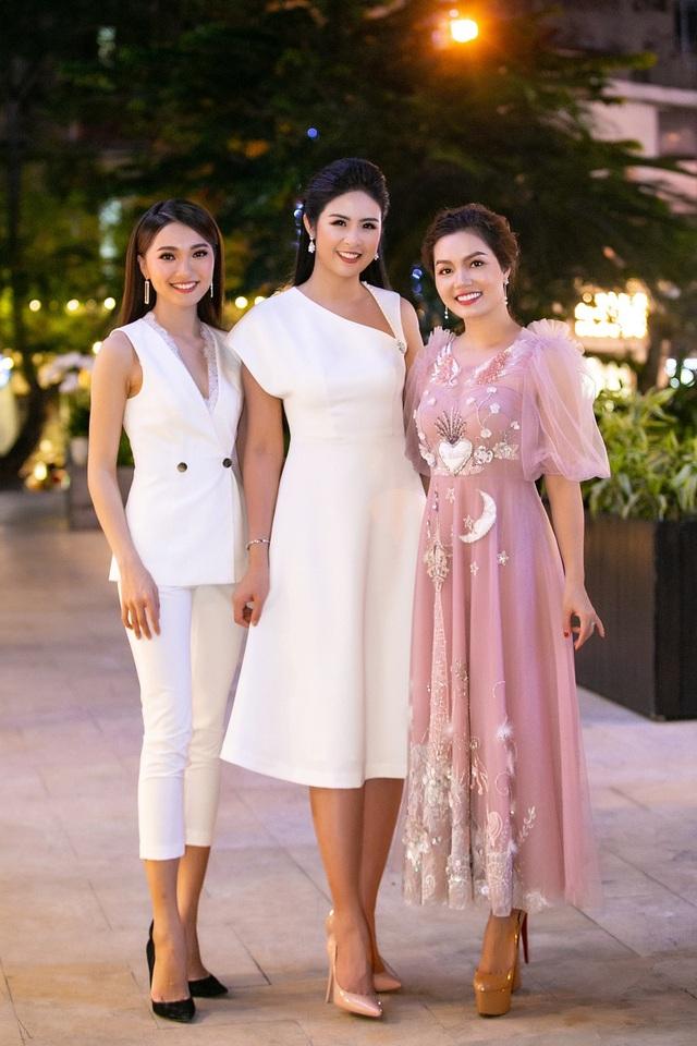 Mới đây, cả 3 nàng Ngọc: Ngọc Hân, Ngọc Anh, Ngọc Nữ cùng xuất hiện với hình ảnh cuốn hút và thần thái rạng rỡ khi góp mặt tại một sự kiện khai trương ở Hà Nội.